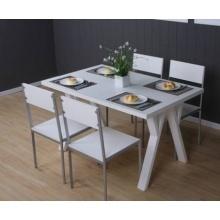 迈格家具餐桌+4把板式餐